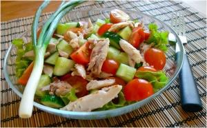 Салат,курица,овощи.