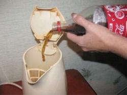 Удаляем накипь кока-колой