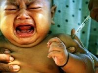 Делать ли прививки ребенку: за и против