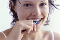 Что делать если темнеют зубы