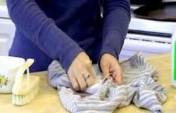 Как удалить пятно от воска с одежды