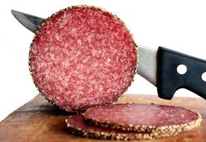Как выбрать сырокопченую колбасу. Польза и вред