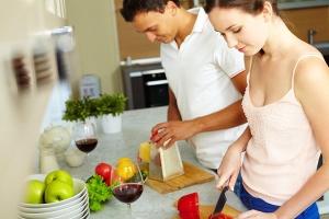 Домашние дела вместе с мужем