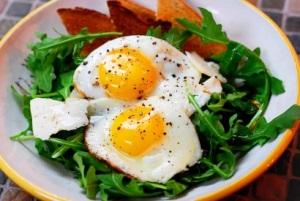 Почему полезно есть яйца на завтрак