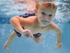 Польза плавания для ребенка