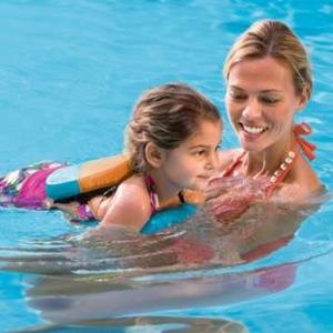 В чем польза плавания для детей