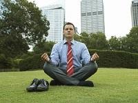 Закрытые глаза во время медитации