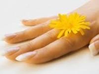 Слоятся ногти — что делать