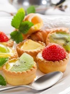 Пирожные с фруктами