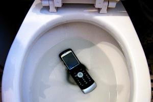 Телефон упал в воду – что делать