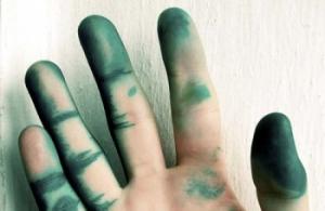 Чем отмыть зеленку с кожи рук, лица и волос