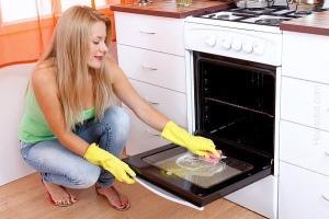 Чем отмыть духовку от жира