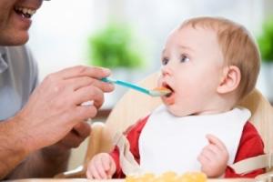 Когда давать ребенку фрукты в пюре
