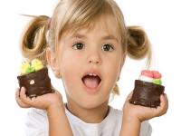 Сладости для ребенка: полезные и вредные