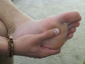 Немеют пальцы ног