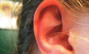 Горит правое ухо