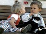 Как научить ребенка общаться со сверстниками
