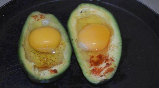 Авокадо с яйцом -5