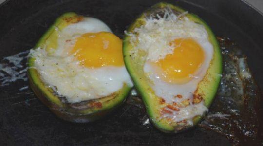 Авокадо с яйцом -6