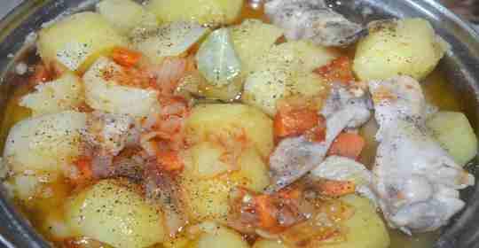Тушеная картошка с крылышками-6