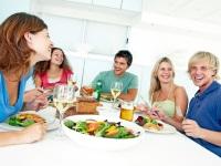 Как правильно вести себя в гостях