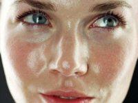 Жирная кожа лица – что делать?