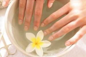 Лечим продольные полоски на ногтях